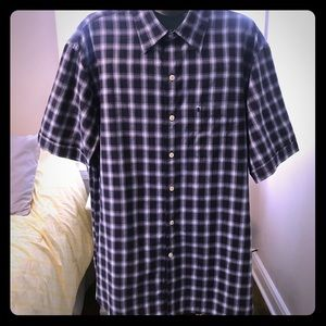 IZOD SHORT SLEEVE Button Down Shirt. Size M
